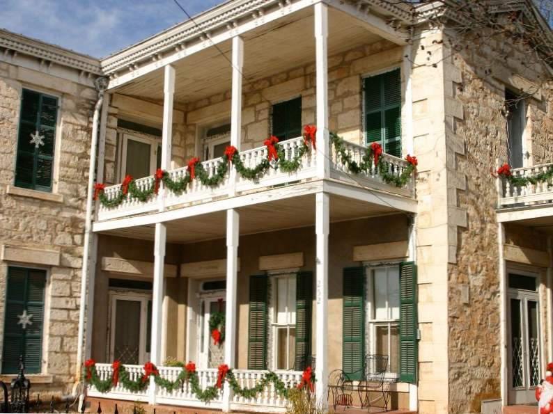 11 best small towns to visit for christmas in the us 2