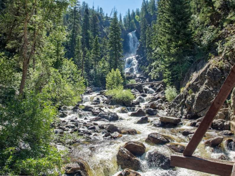 9 gorgeous waterfalls to see in colorado 3