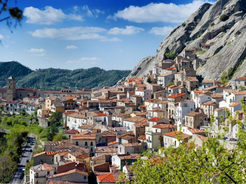 9 most charming small towns to visit in italy 6