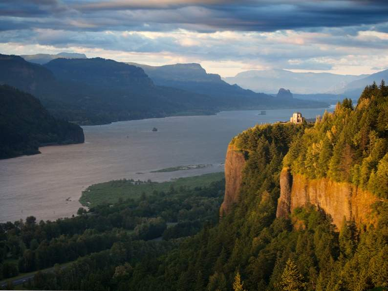 experience pure oregon landscapes at columbia river gorge