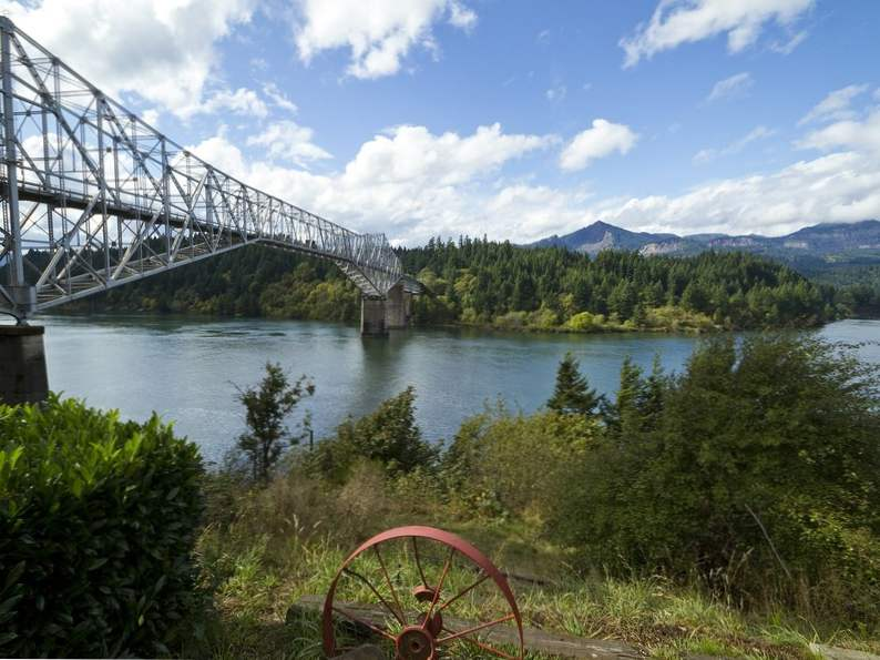 experience pure oregon landscapes at columbia river gorge 3