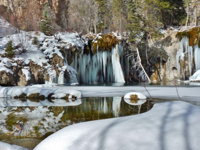 hanging lake trail in colorado leads to this breathtaking waterfall 4