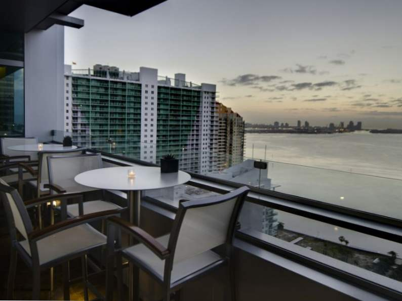 miamis 12 best rooftop bars for summer drinking 10