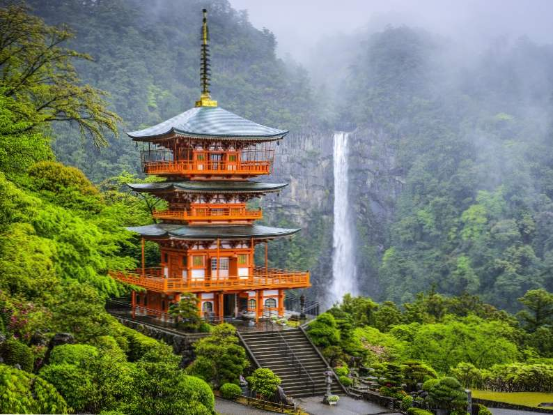 top 11 unique things to do in japan 8
