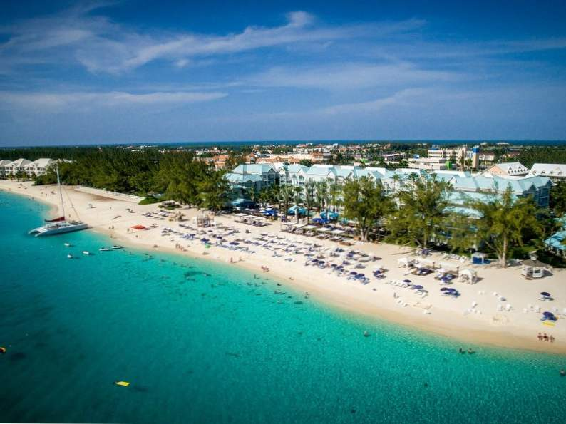 top 7 resorts in grand cayman 4