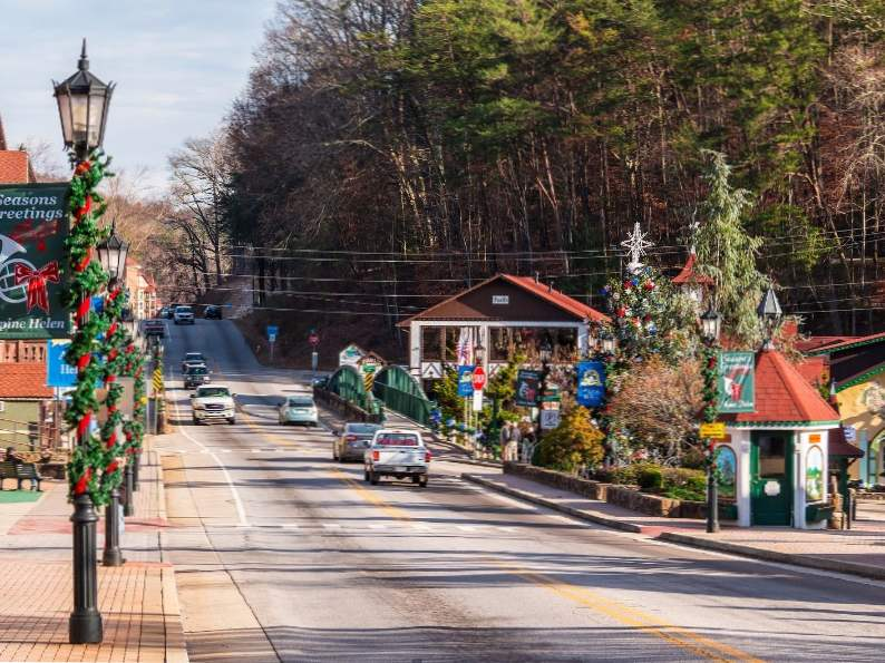 10 fun and festive christmas towns in georgia
