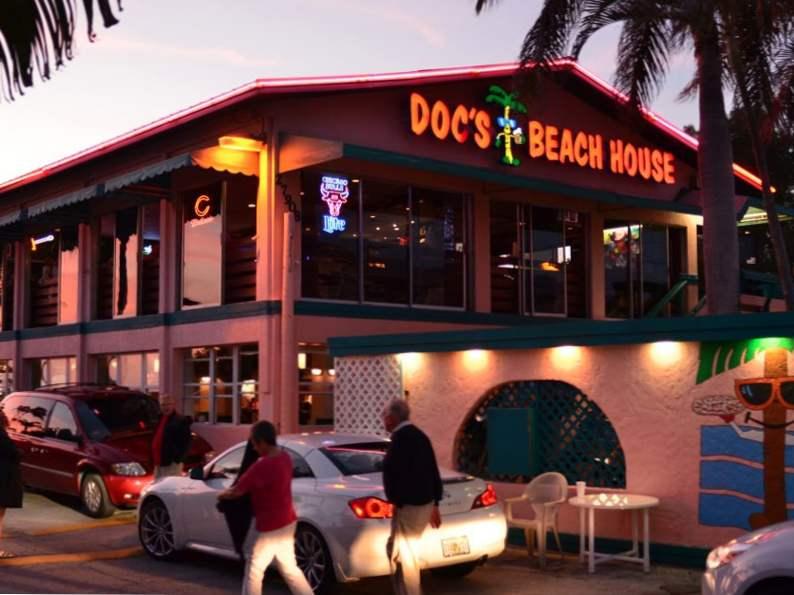 10 of the best beachfront restaurants in florida 4