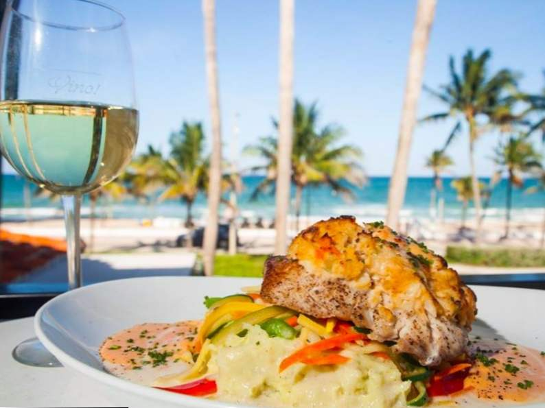 10 of the best beachfront restaurants in florida 8