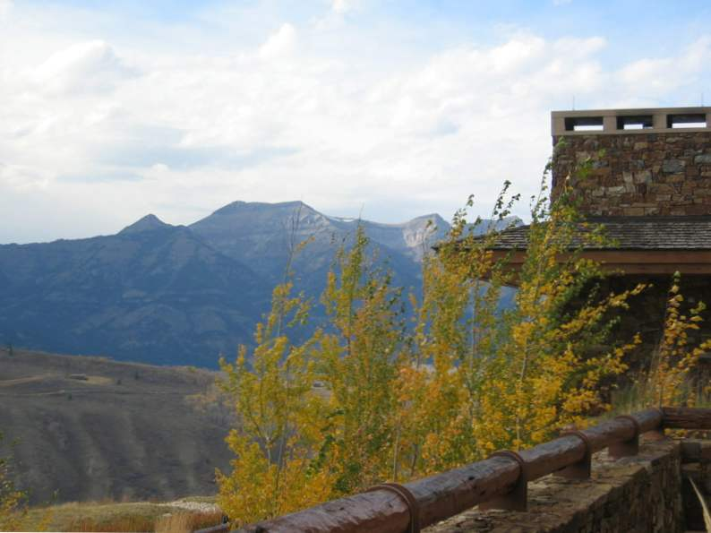 8 best resorts to visit if you love fall foliage 2