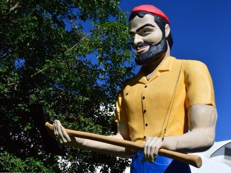 8 iconic arizona roadside attractions