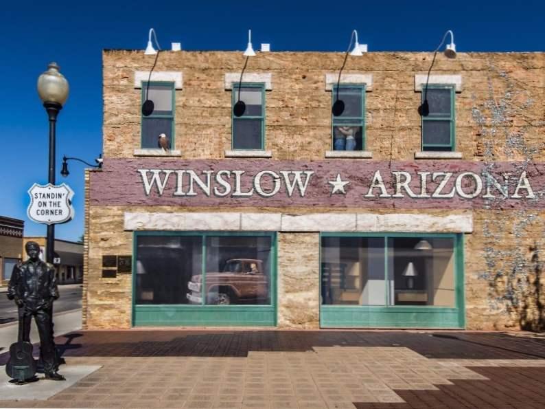 8 iconic arizona roadside attractions 2