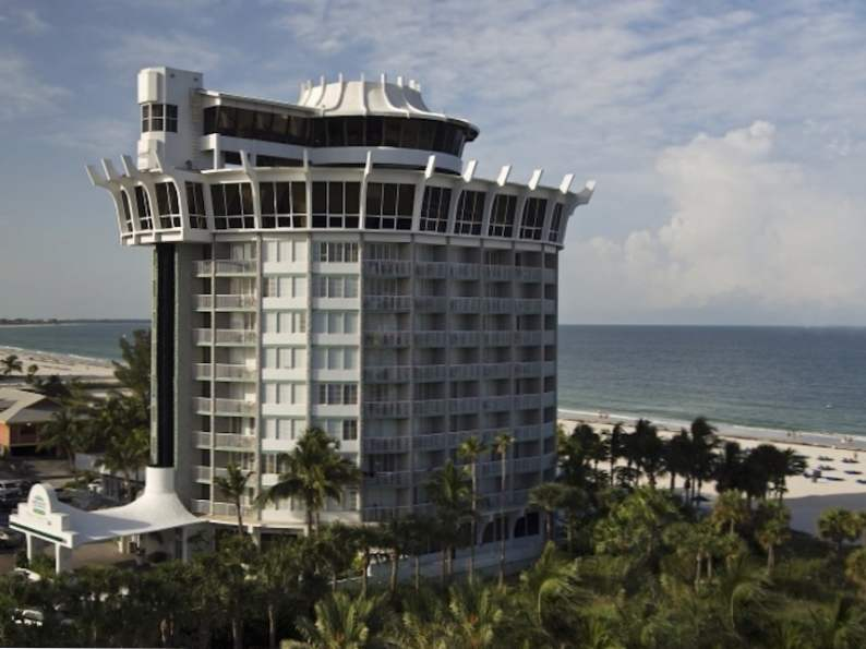 this revolving restaurant in florida serves up picturesque ocean views 2