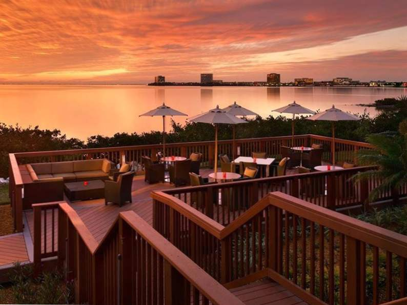 10 incredible restaurants with waterfront dining in florida 4