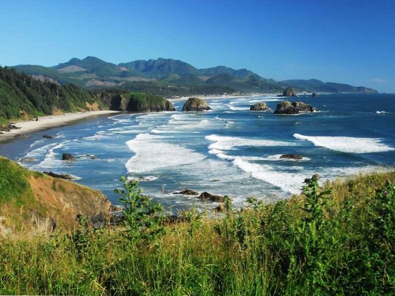 beautiful beach towns to visit along the oregon coast 2